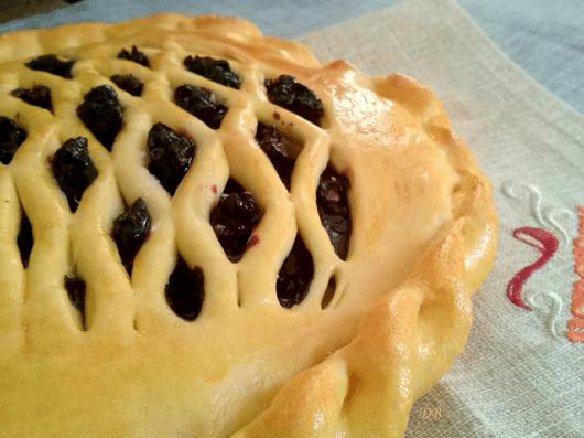Пирог с черникой из дрожжевого теста