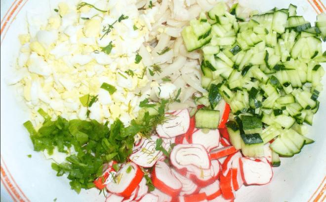 Салат из курицы огурца крабовых палочек