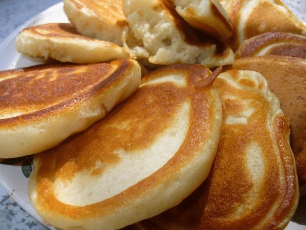 Рецепт пышных оладушек с пошаговым