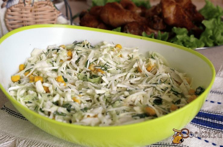 Салат из капусты с кукурузой и чесноком