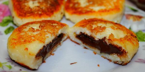Сырники из творога с шоколадом