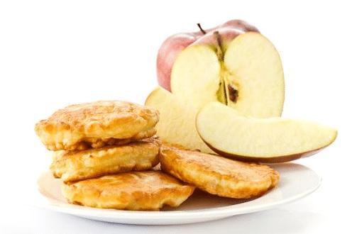 Как приготовить пышные оладьи на дрожжах с яблоками, кабачками