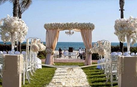 Празднование свадьбы у воды